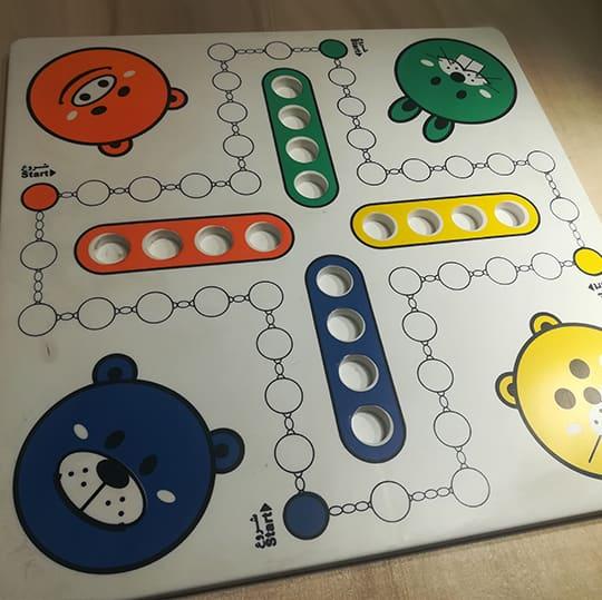 چاپ تامپو 5 رنگ بر روی اسباب بازی منچ-چاپ صنعتی ایساتیس
