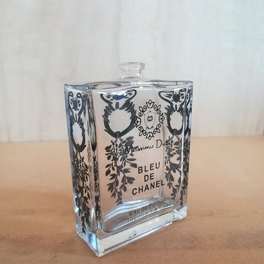 چاپ تامپو برند BLEU DE CHANEL روی شیشه با تثبیت رنگ
