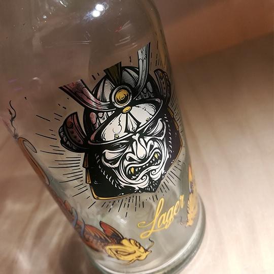 چاپ طرح ژاپنی روی بطری شیشه ای - چاپ صنعتی ایساتیس